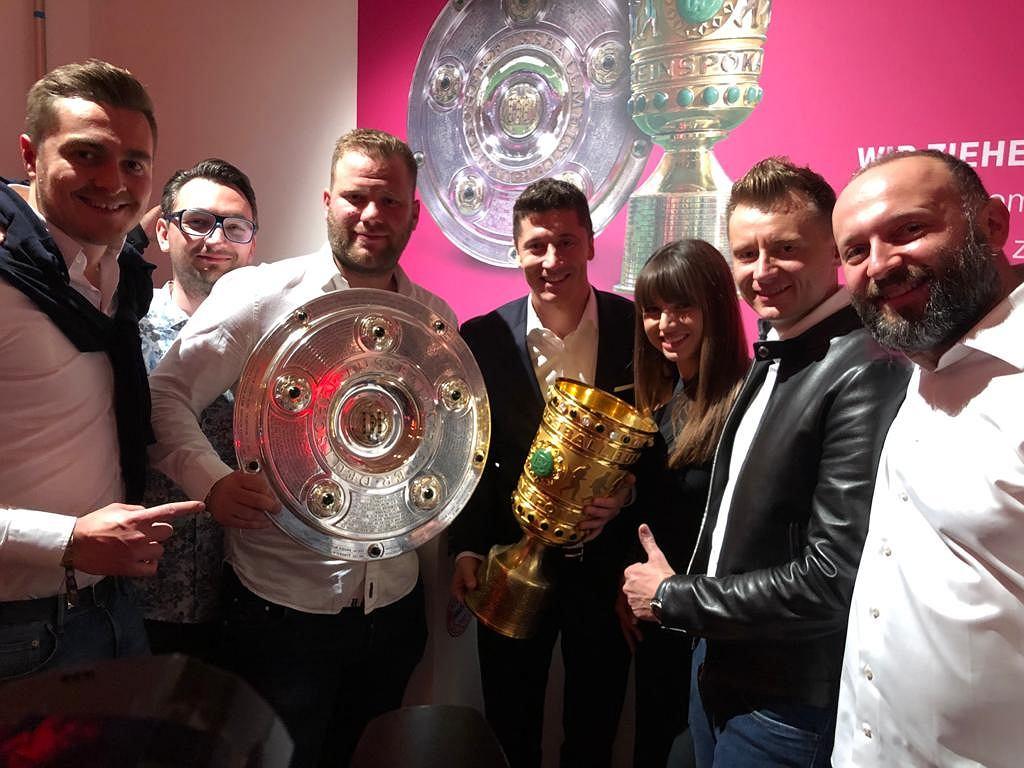Robert Lewandowski z żoną i przyjaciółmi świętują udany sezon Bayernu Monachium