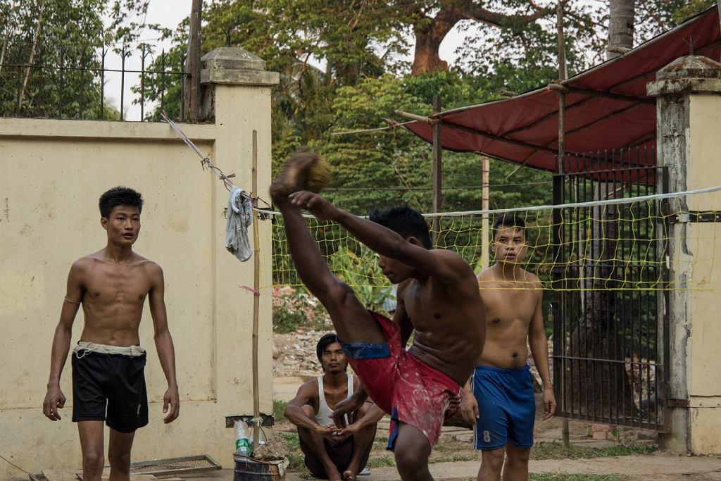 Chinlone, czyli siatkonoga - sport popularny w Birmie