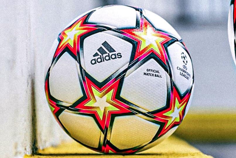 Piłka którą będą rozgrywane mecze Ligi Mistrzów w sezonie 2021/2022