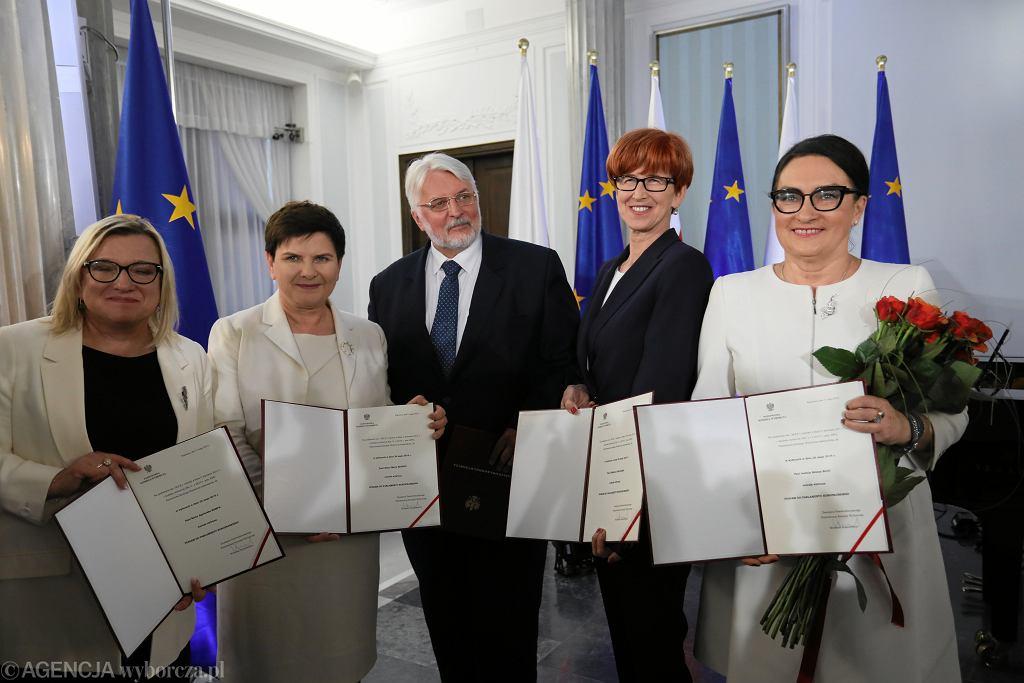 Odebranie zaświadczeń przez część europosłów PiS