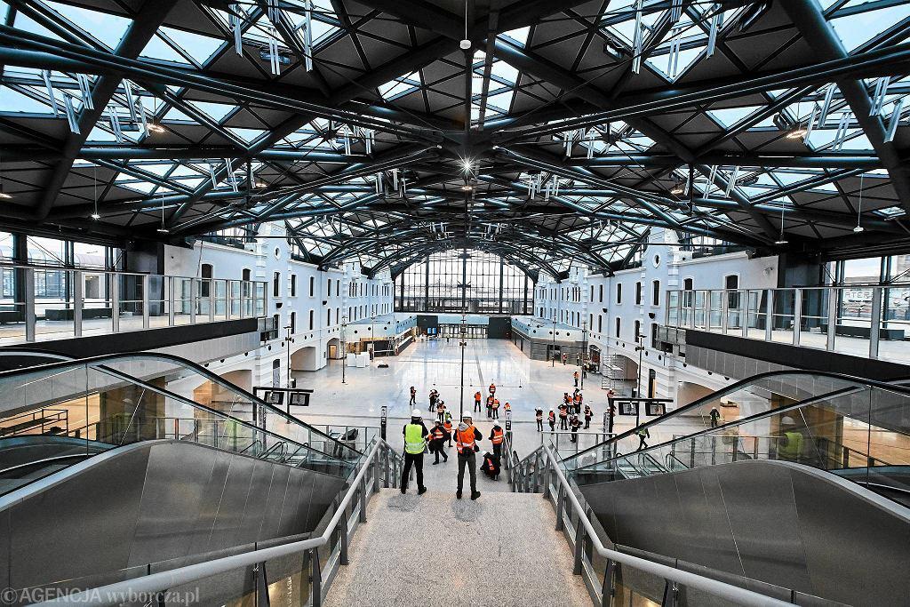 Dworzec Łódź Fabryczna. Ostatnie przygotowania do otwarcia dworca.