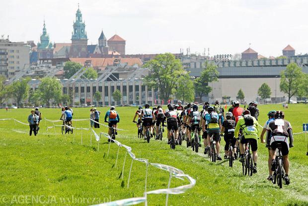 Ponad 1600 osób śmigało na rowerach MTB po Krakowie [ZDJĘCIA]