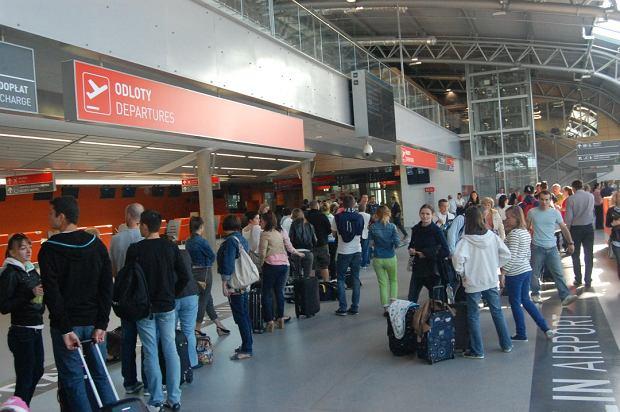 """Gdzie te tanie bilety w Modlinie? """"Wyższe ceny wynikają z popularności połączeń"""""""