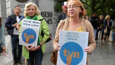 Protest w obronie TVN przed sejmem w Warszawie