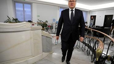 Senator PiS Grzegorz Bierecki po posiedzenie Senackiej Komisji Budżetu i Finansów (ws. Komisji Nadzoru Finansowego). Warszawa, 16 listopada 2018