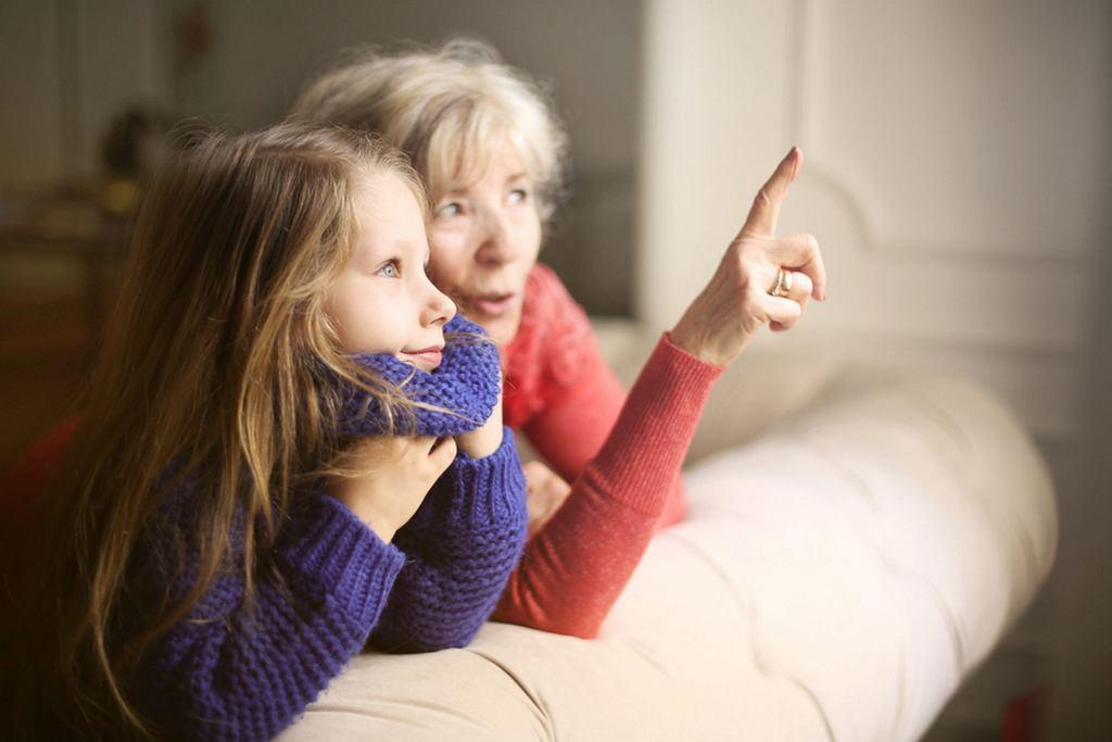 Jak zrobić zaproszenia na Dzień Babci i Dziadka? Wystarczy kartka papieru i odrobina wolnego czasu
