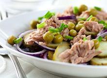 Sałatka z tuńczyka z groszkiem i korniszonem - ugotuj