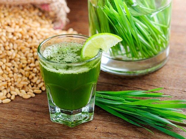 Sok z trawy pszenicznej można pić solo lub zastosować jako dodatek do owocowych, warzywnych, albo owocowo-warzywnych koktajli.
