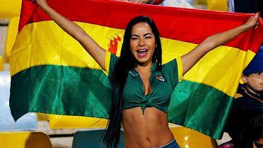 """W Ameryce Południowej trwa istne szaleństwo na punkcie Copa America. Na trybunach rządzą kolorowe i bardzo oryginalne kreacje. To zupełnie inny poziom """"kibicowania"""". Zapraszamy do obejrzenia niezwykłych ujęć z tybun stadionów z Chile."""