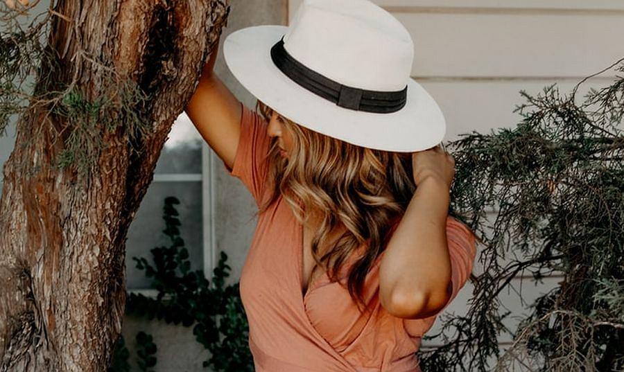 Woda brzozowa na włosy - sprawdzony od lat sposób na wypadanie pasm. Przyspiesza ich porost i zmniejsza łupież