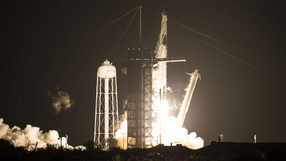 Start Rakiety Falcon-9 z kapsułą Dragon z czwórką astronautów na pokładzie