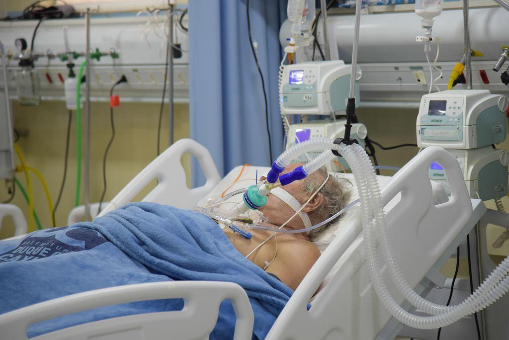 Coraz częściej pacjenci trafiają do szpitala w bardzo ciężkim stanie, bo późno wzywają pomoc lub za późno ona dociera.
