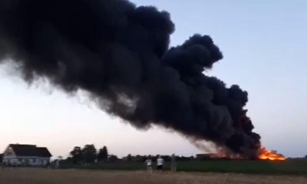 W mediach społecznościowych pojawiły się nagrania z pożaru składowiska odpadów pod Mogilnem