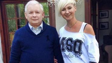 Jarosław Kaczyński w tej kampanii starał się zmienić image. Tu ze stylistką Karina Kosson