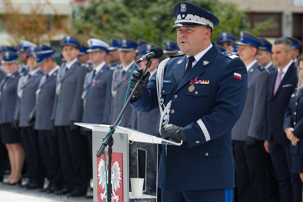 Wicekomendant główny policji Kamil Bracha odchodzi na emeryturę.