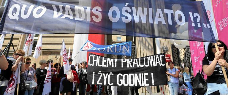 Protest w edukacji. Sprawdzamy, ile Polscy nauczyciele zarabiają na tle Europy