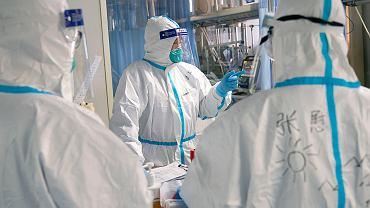 Służby epidemiologiczne w szpitalu w Wuhan
