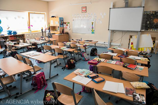 """Powrót do szkoły po feriach 2021. Są obawy m.in. wśród nauczycieli. """"Widmo trzeciej fali nadchodzi"""""""
