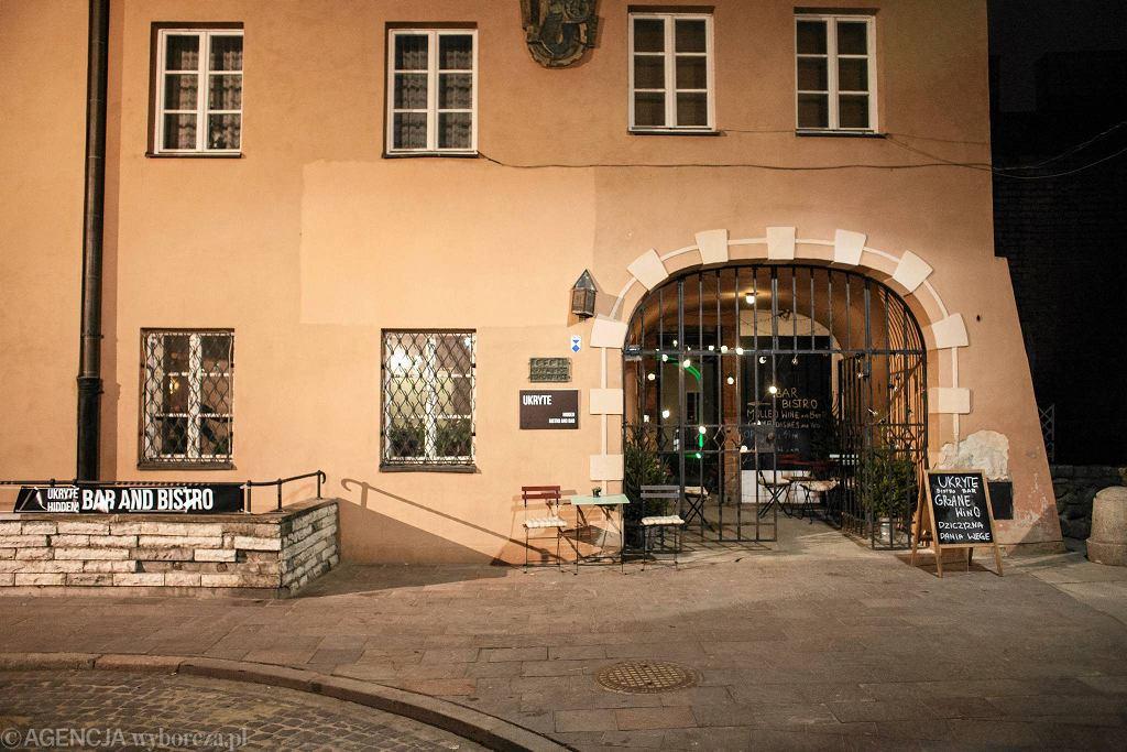 / Warszawa , ul. Szeroki Dunaj 13 . Restauracja ' Hidden Bar and Bistro ' .  Fot. Dawid Żuchowicz / Agencja Gazeta