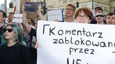 Protest przeciw cenzurze internetu w Warszawie