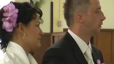 Trwa ślub. Nagle na ołtarzu zjawia się brat panny młodej