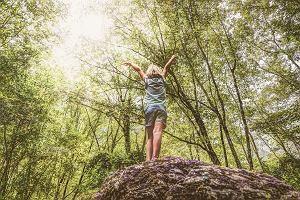 Edukatorka leśna: Dzieci z miast w kontakcie z przyrodą są nieporadne. Coraz więcej z nich boi się lasu