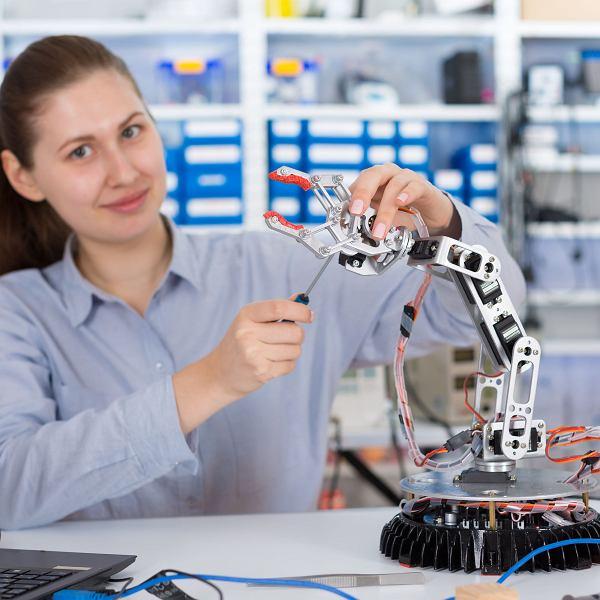 Praca przyszłości - nowe technologie wspomagane przez dawne rzemiosła