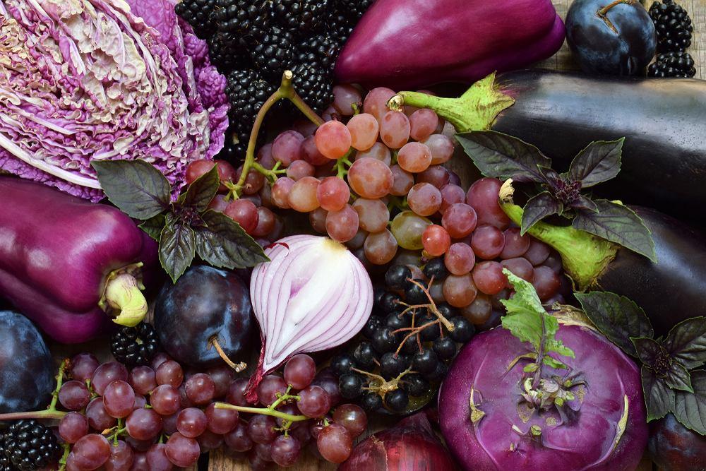 Antocyjany odpowiadają za intensywny kolor czerwonych i fioletowych owoców i warzyw (borówek, winogron, czerwonej kapusty, czerwonej cebuli, itd)