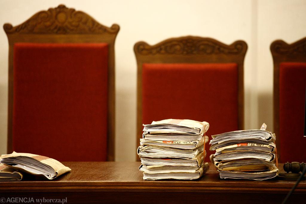 Odnalazła się teczka z aktami dot. sprawy ks. Dymera. Dlaczego się zgubiła?