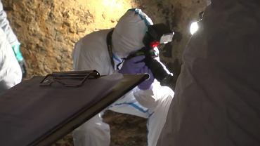 W trakcie przeszukania piwnic policjanci odnaleźli zwłoki kobiety, zaginionej w 1998 roku