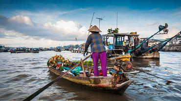 Życie sporej części Wietnamczyków toczy się na łodziach.