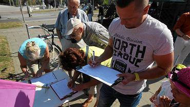 Przeciwnicy pomnika zbierają podpisy pod uchwałą cofającą decyzję rady miasta w sprawie budowy pomnika Lecha Kaczyńskiego