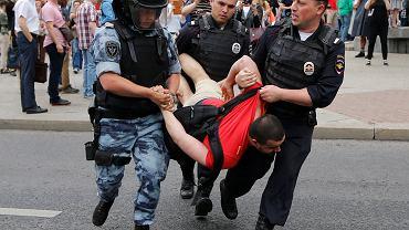 12.06.2019, Moskwa, policja rozpędziła marsz poparcia dla Iwana Gołunowa.