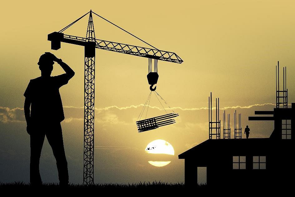 Raport Oferteo.pl o ekipach budowlanych. Kluczowe są opinie i cena, nad jednym domem pracuje kilku wykonawców