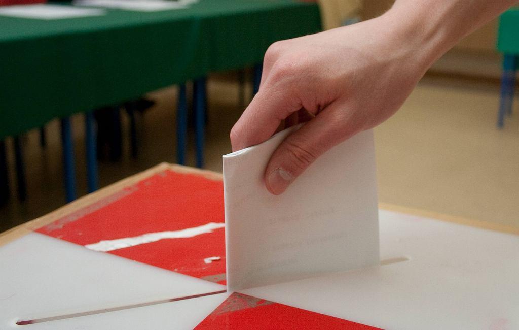 Sondaż dla 'Wysokich Obcasów' - jak będą głosować mężczyźni, a jak kobiety?