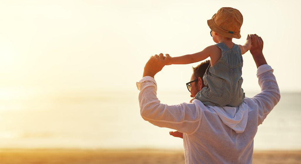 Prezent dla taty na Dzień Ojca może przybierać różne ciekawe i niepowtarzalne formy.