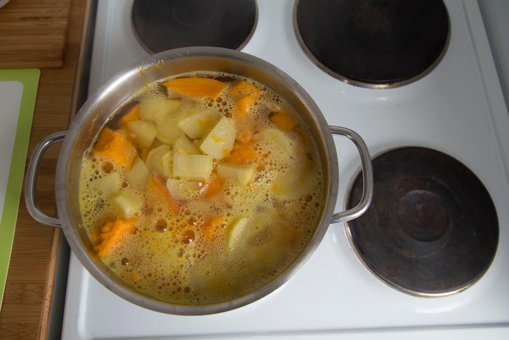 Dodaj marchewkę do gotowanych ziemniaków, a będą zdrowsze? Zapytaliśmy dietetyka