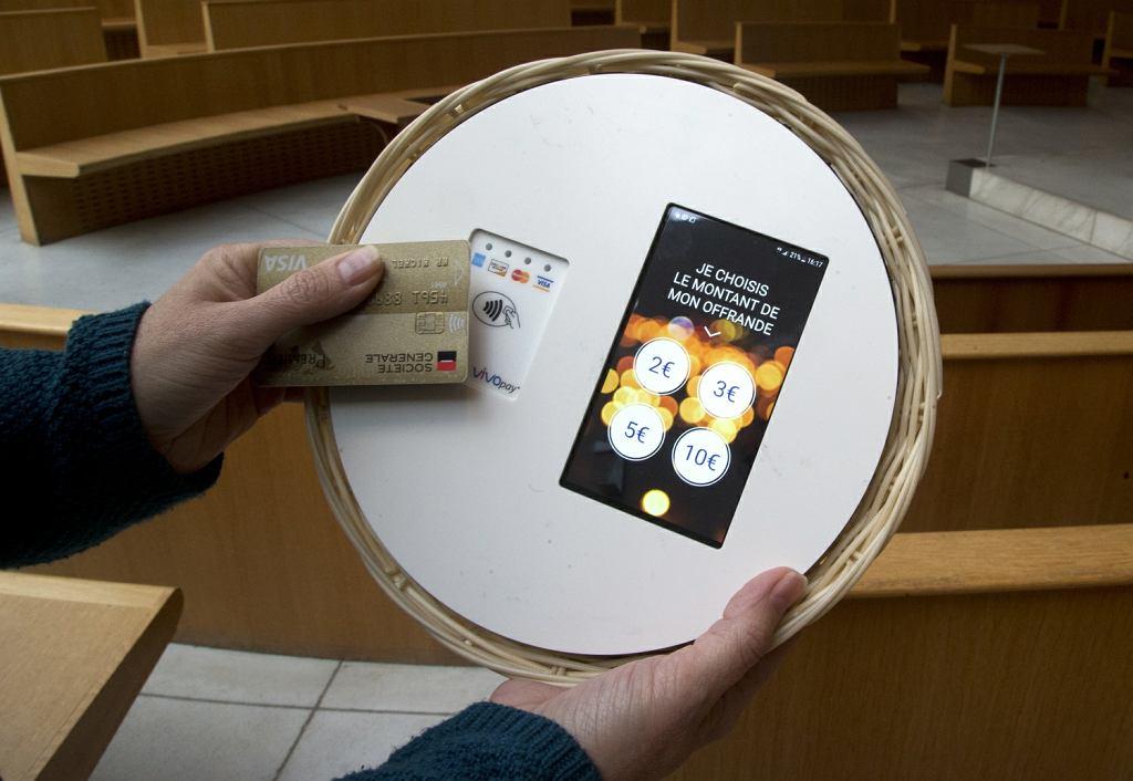 Paryska parafia Saint Francois de Molitor ma elektroniczne tace