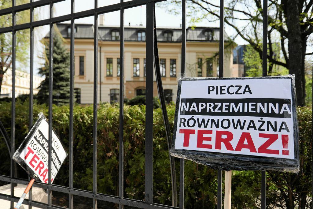 Adwokat mężczyzn: Polscy ojcowie często muszą stoczyć trudną i nierówną walkę w sądach rodzinnych (fot: Sławomir Kamiński/ Agencja Gazeta)