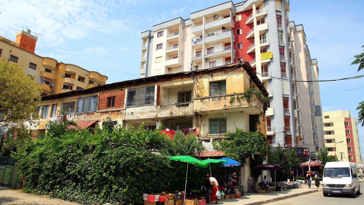 Rozwarstwienie społeczne w Albanii jest widoczne na każdym kroku