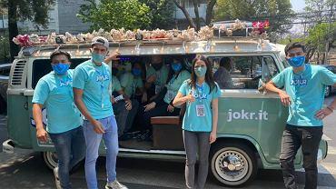 Pracownicy firmy JOKR