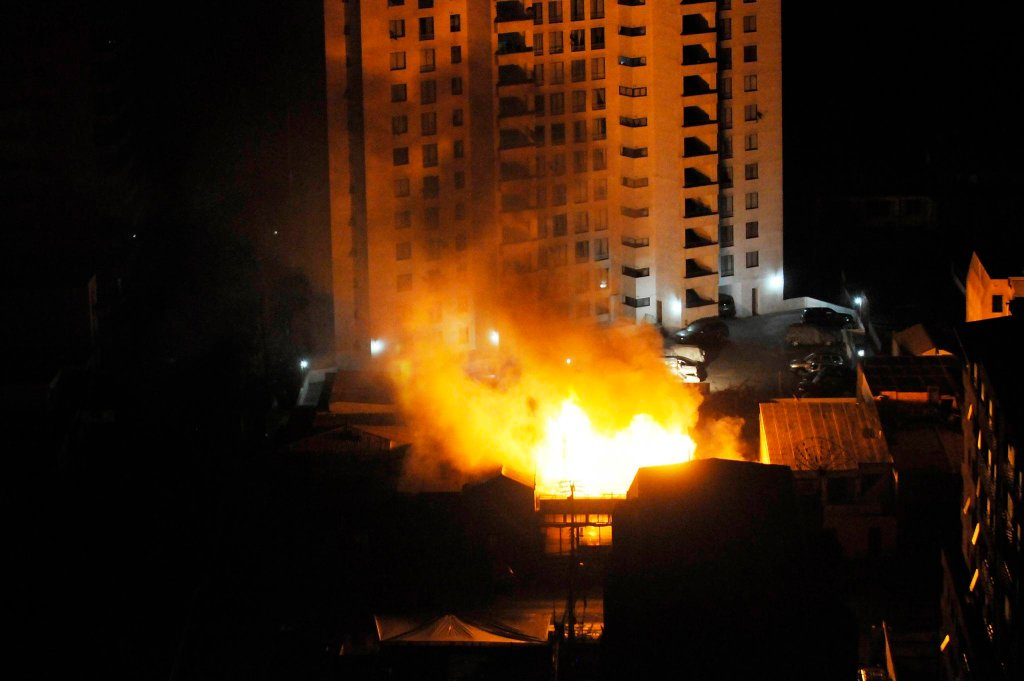 Pożar restauracji po trzęsieniu ziemi w Chile