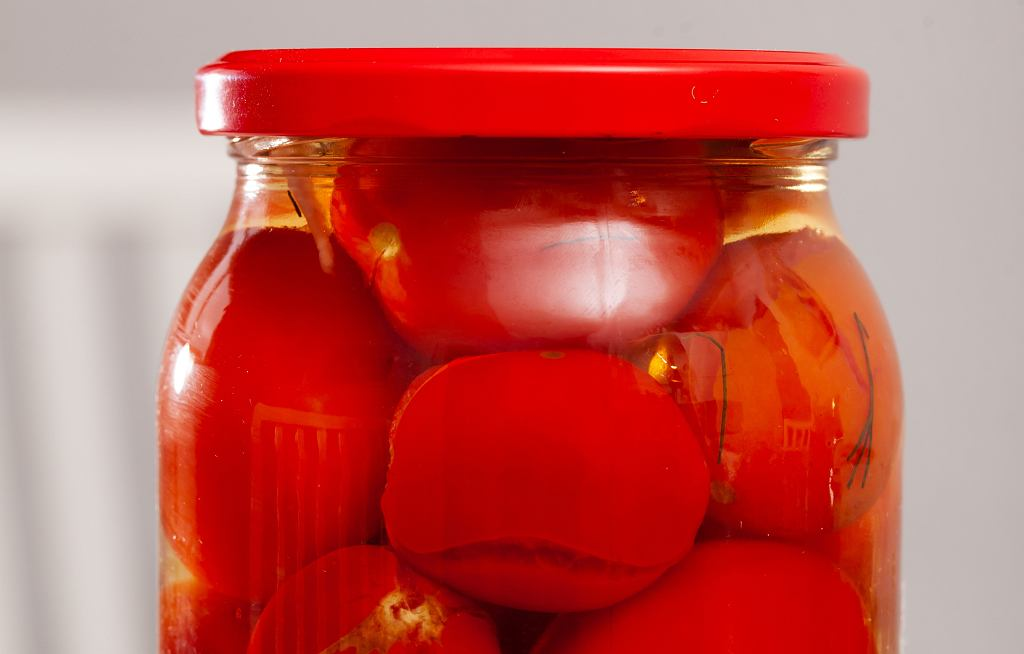 Pomidory w słoikach w całości - przepis