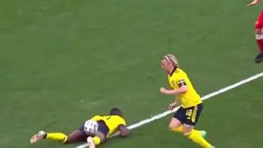 Przypadkowa asysta Isaka przy golu Forsberga z Polską na 1:0