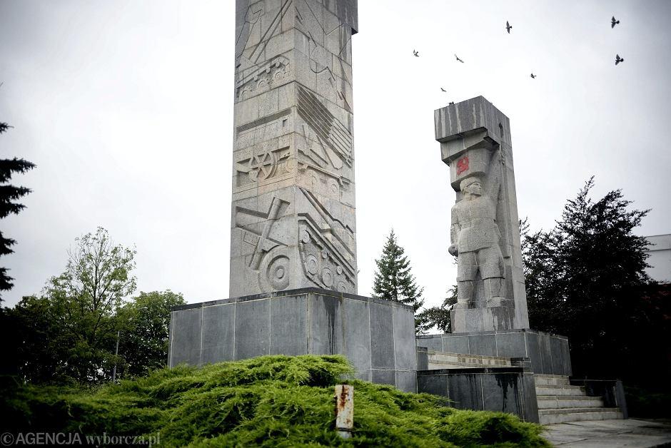 Zdewastowany komunistyczny pomnik w Olsztynie
