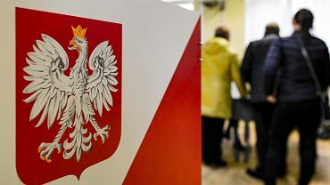Trwa druga tura wyborów samorządowych. Głosowanie w podrzeszowskiej gminie Krasne