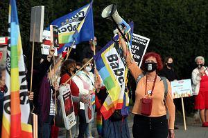 """Polskie Babcie wspierają protesty: """"Nie wszystkie babcie są moherowe, są też tęczowe"""""""