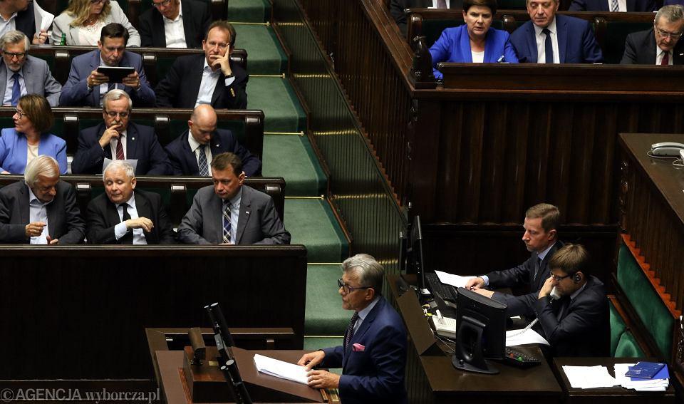 Stanisław Piotrowicz, były komunistyczny prokurator, obecnie poseł partii rządzącej, przemawia podczas debaty nad PiS-owską ustawą o KRS. Warszawa, Sejm 12 lipca 2017