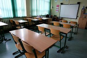 Zamykanie szkół. 37 placówek przeszło na nauczanie zdalne