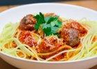 Spaghetti z klopsami mięsnymi i sosem pomidorowym